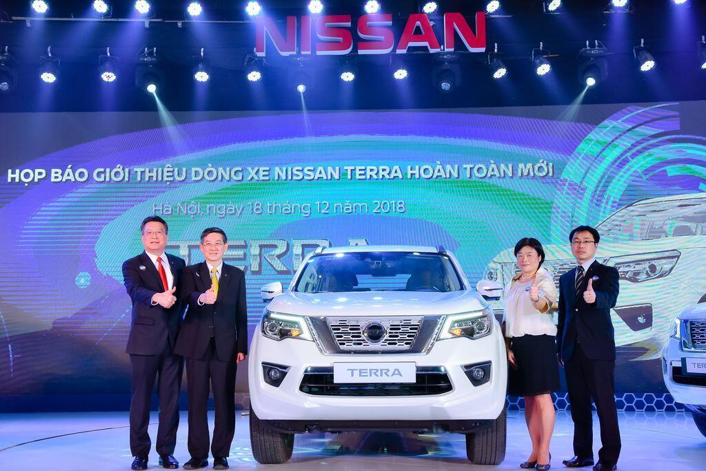 Nissan Terra S sử dụng máy dầu mạnh 190 mã lực chính thức ra mắt tại Việt Nam, giá 988 triệu đồng - Hình 1