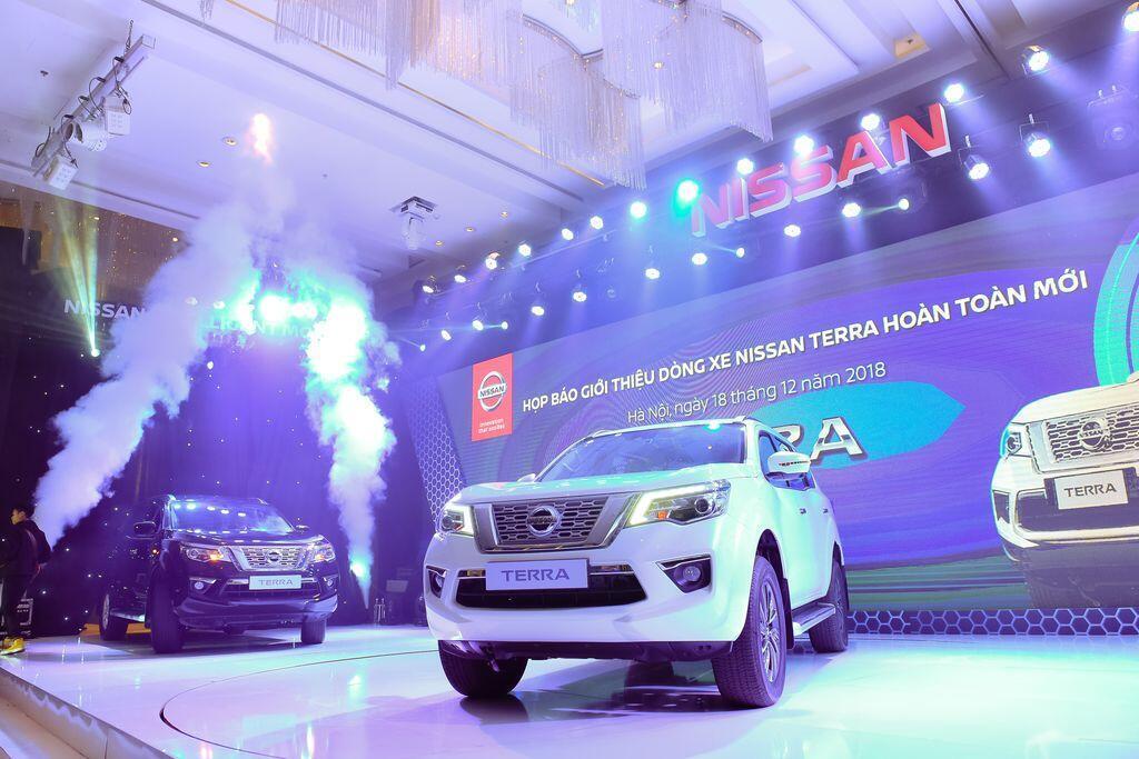 Nissan Terra S sử dụng máy dầu mạnh 190 mã lực chính thức ra mắt tại Việt Nam, giá 988 triệu đồng - Hình 4