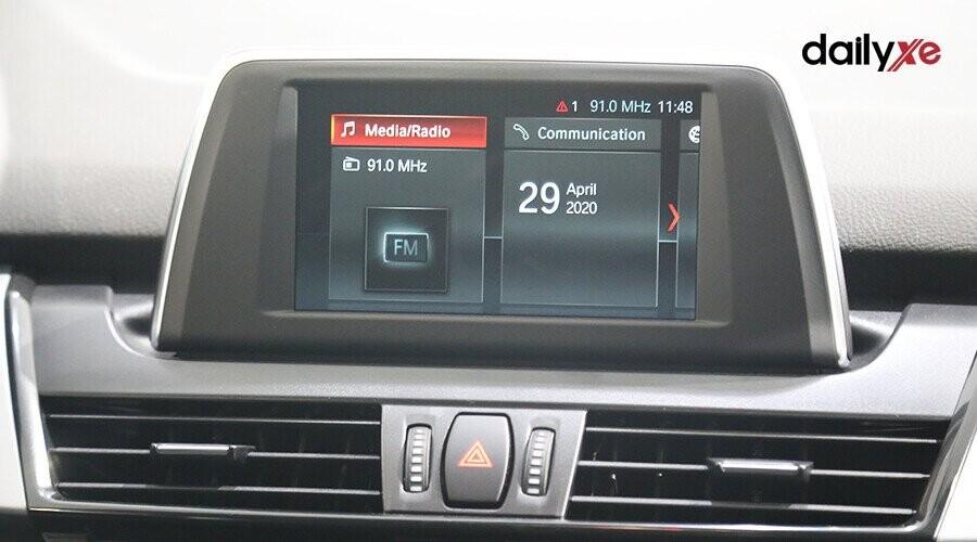 Màn hình LCD không giá đỡ tạo thêm nét thanh lịch