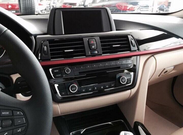 Công nghệ BMW Head-Up Display sẽ hiển thị các thông tin liên quan đến hành trình với nhiều màu sắc