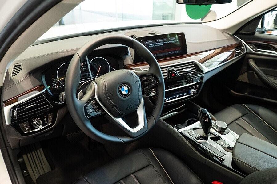 Nội thất xe BMW 5-Series 2019 - Hình 2