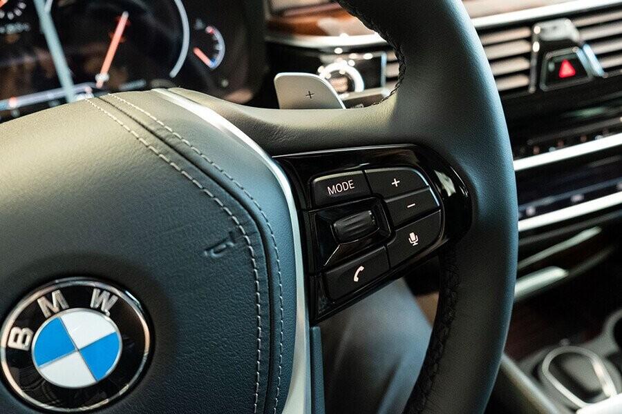 Nội thất xe BMW 5-Series 2019 - Hình 5