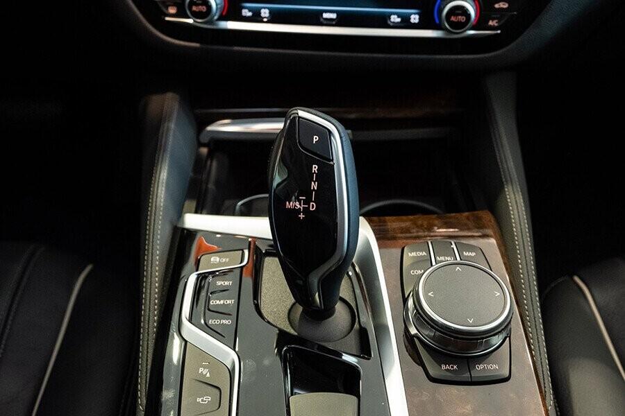 Nội thất xe BMW 5-Series 2019 - Hình 7