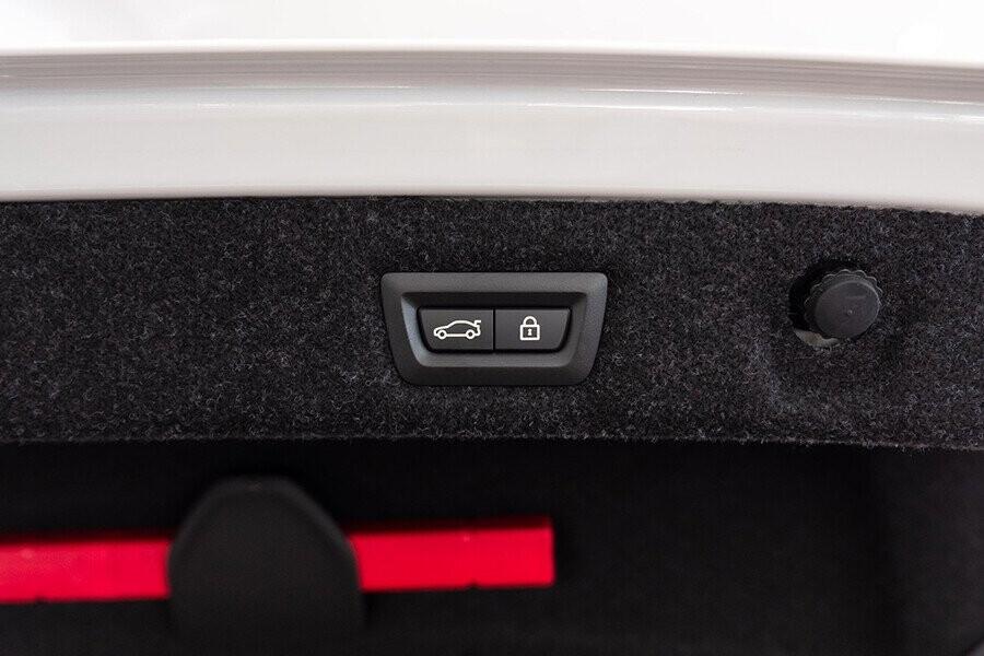 Nội thất xe BMW 5-Series 2019 - Hình 11