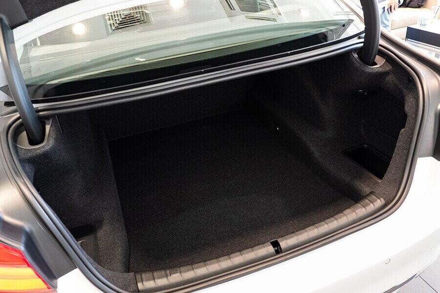 Nội thất xe BMW 5-Series 2019 - Hình 10