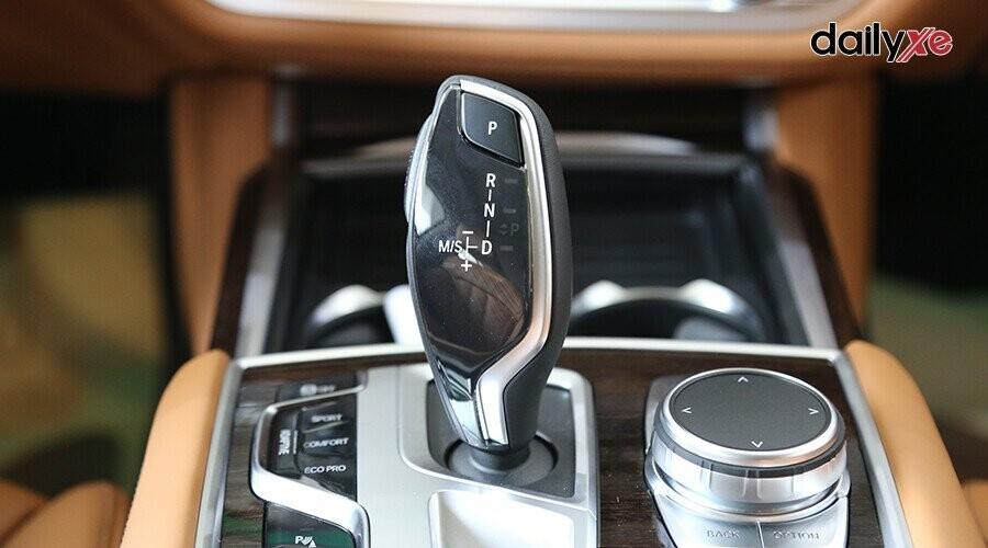 Xe sử dụng hộp số tự động 8 cấp Steptronic