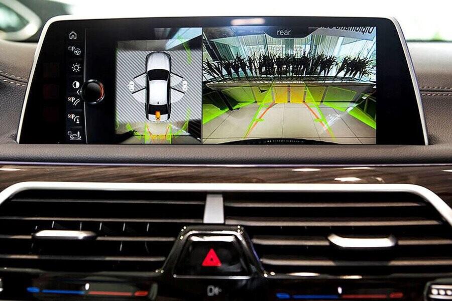 BMW Touch Command là một máy tính bảng với màn hình 7'' tích hợp