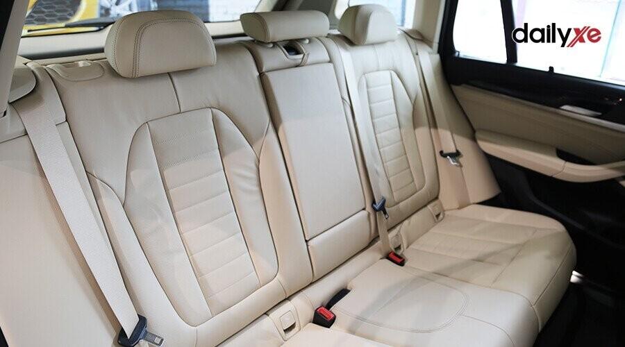 Ghế ngồi trên BMW X3 bọc da Vernasca