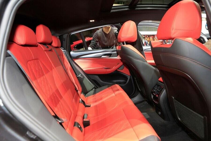 Nội thất BMW màu đỏ Melbourne ánh kim tạo nên điểm nổi bật