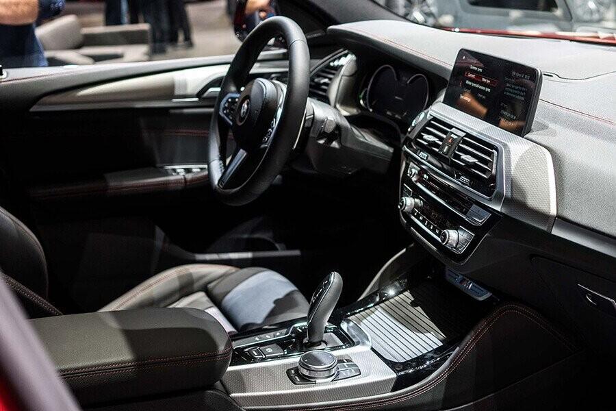 Nội thất xe còn có thể được trang trí bằng gỗ Burled Walnut chế tác tinh xảo