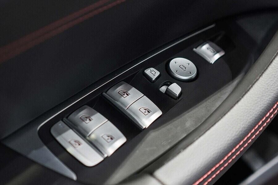 Nút điều khiển tích hợp trên cửa
