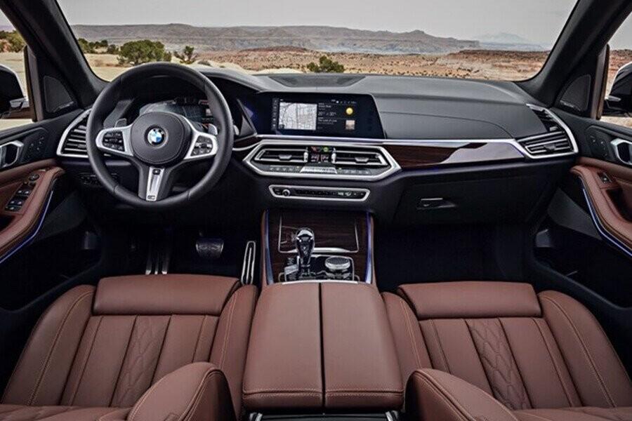 Nội thất của xe mang đến không gian sang trọng và tiện nghi với các vật liệu cao cấp
