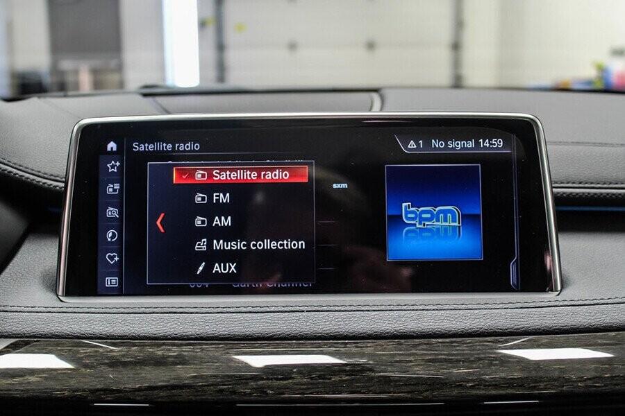 BMW X6 sở hữu hệ thống thông tin giải trí iDrive màn hình chạm kich thước 10,2 inch