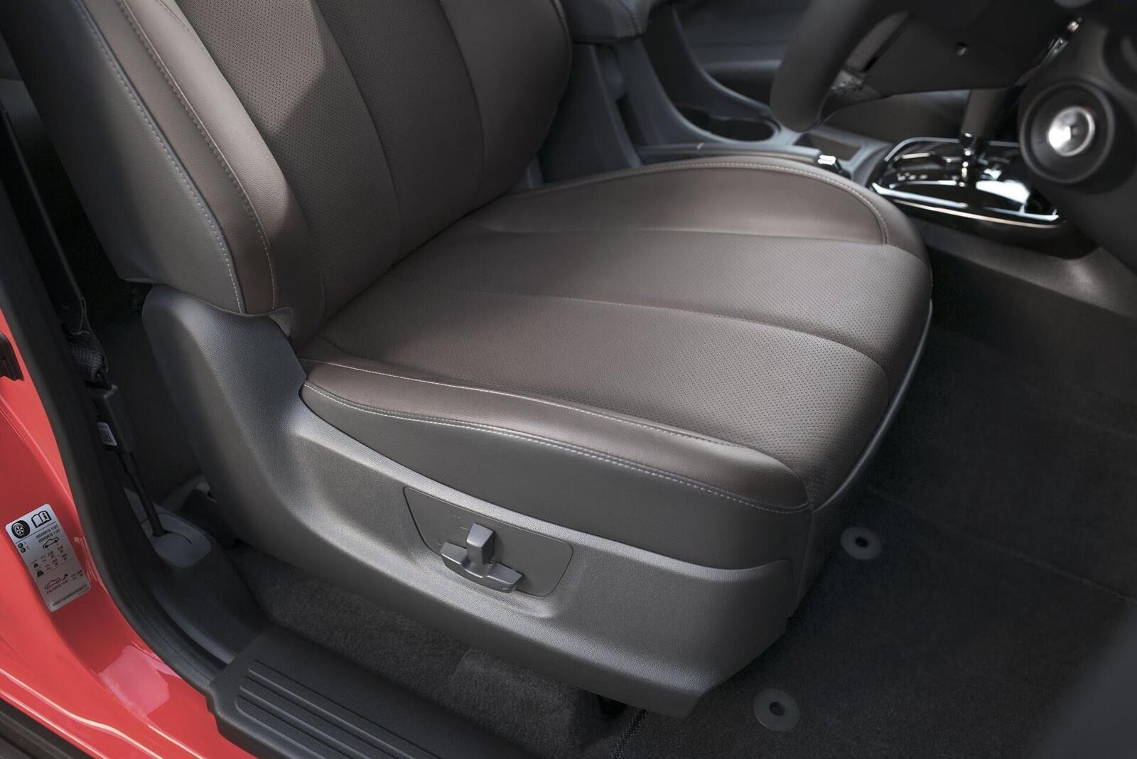 Thoái mái tối đa với ghế chỉnh điện 6 hướng trên phiên bản LTZ/High Country.