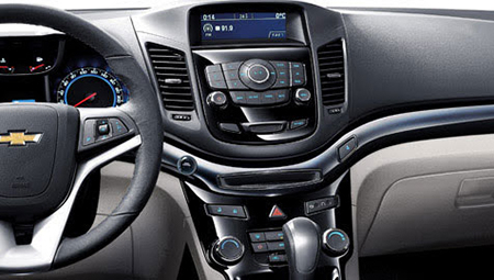 Bảng táp lô của Chevrolet Orlando được sơn đen bóng sang trọng