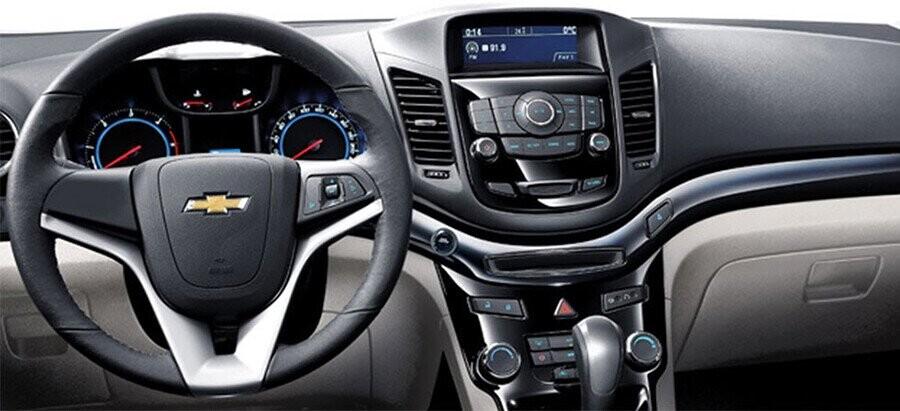 Tay lái trợ lực điện điều chỉnh 4 hướng  và 2 hướng (LT), cho cảm giác lái thoải mái.