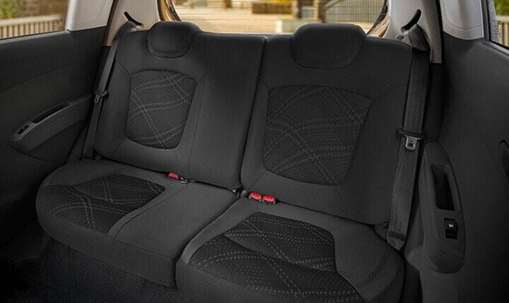 Ghế sau có khả năng gập 60/40 cho không gian nội thất rộng rãi và linh hoạt.