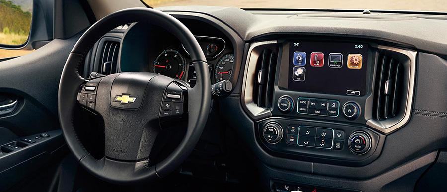 Bảng điều khiển trung tâm mới hiện đại và ghế lái chỉnh điện 6 hướng.