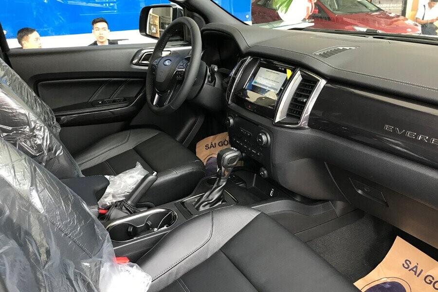 Nội thất Ford Everest Titanium 2.0L AT 4WD - Hình 2