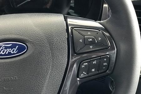Nội thất Ford Everest Trend 2.0L 4X2 AT - Hình 8