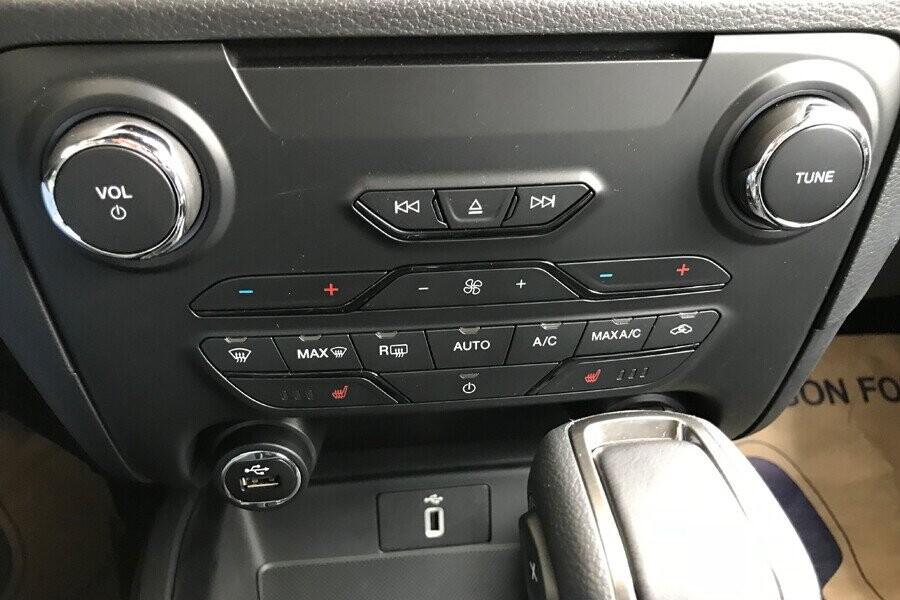 Nội thất Ford Everest Titanium 2.0L AT 4WD - Hình 11