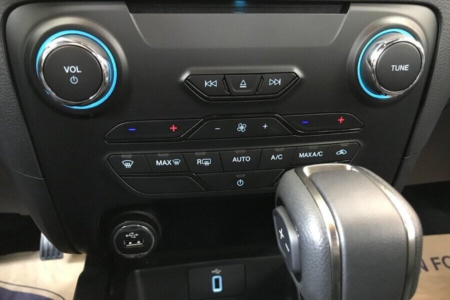 Nội thất Ford Ranger Wildtrak 2.0L AT 4X2 - Hình 10