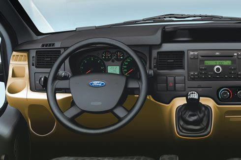 Bảng táp lô thiết kế khoa học và thuận tiện cho người lái.