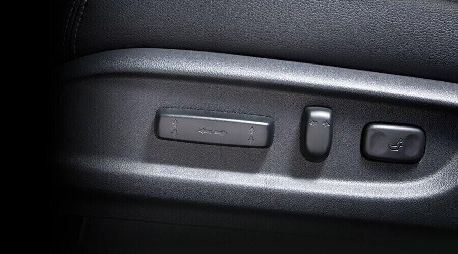 Ghế lái chỉnh điện 8 hướng tiện nghi