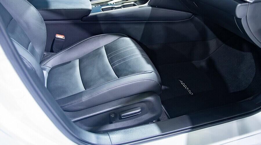 Ghế lái hỗ trợ chỉnh điện