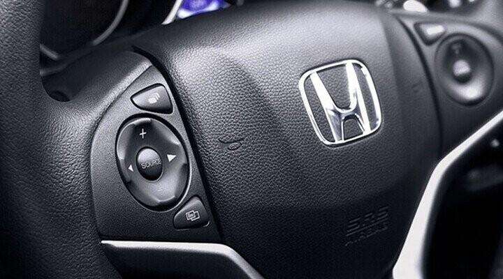 Vô-lăng tích hợp các nút điều khiển cho bạn thoả sức nghe nhạc