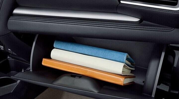 Hộc chứa đồ cánh cửa tiện dụng cho tất cả hành khách trên xe