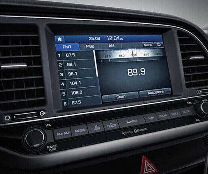 Elantra được trang bị màn hình trung tâm cảm ứng 7 inch