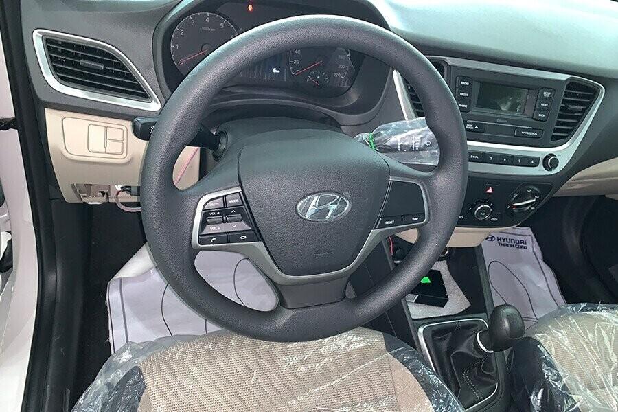 Nội thất Hyundai Accent 1.4 MT tiêu chuẩn - Hình 3