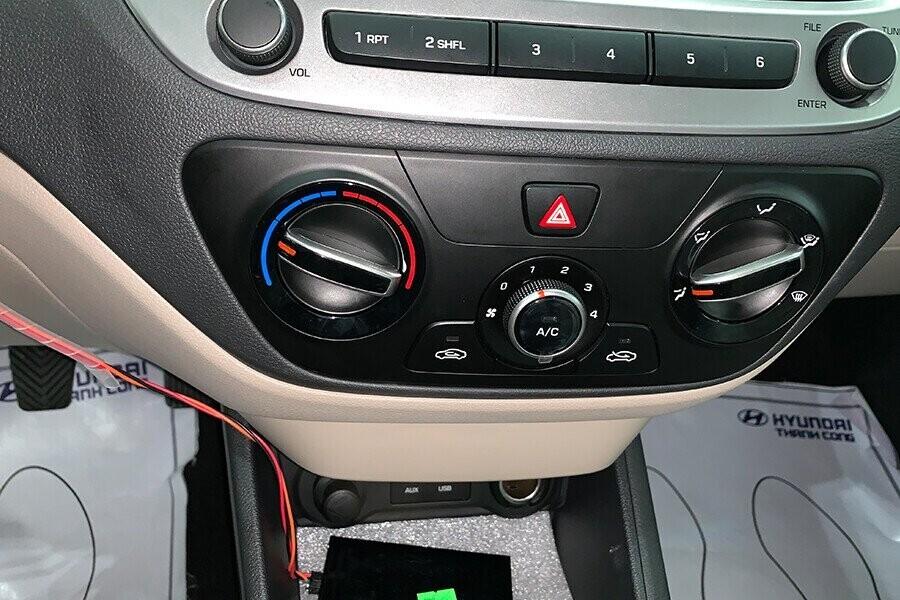 Nội thất Hyundai Accent 1.4 MT tiêu chuẩn - Hình 4