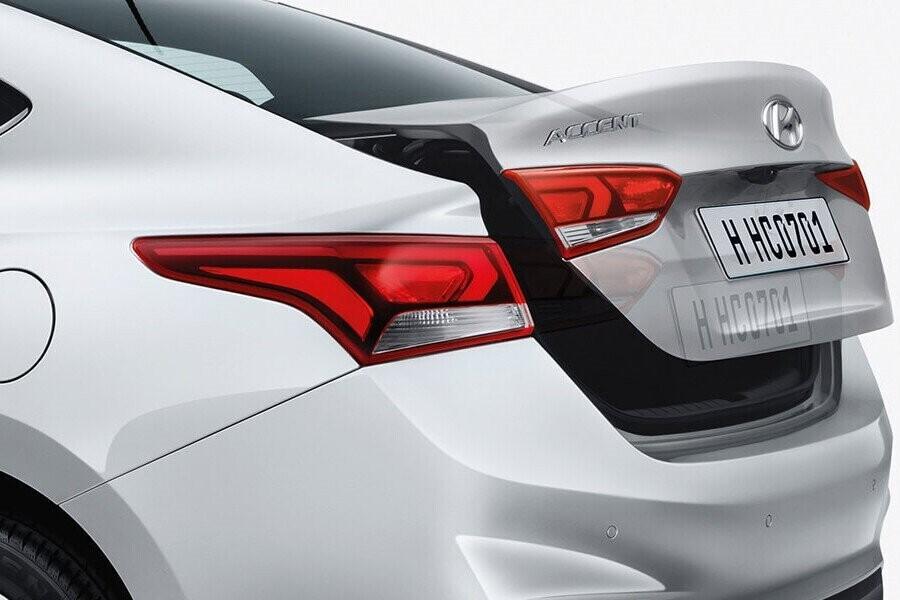 Nội thất Hyundai Accent 1.4 MT tiêu chuẩn - Hình 5