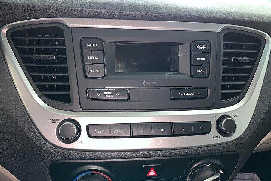 Nội thất Hyundai Accent 1.4 MT tiêu chuẩn - Hình 7