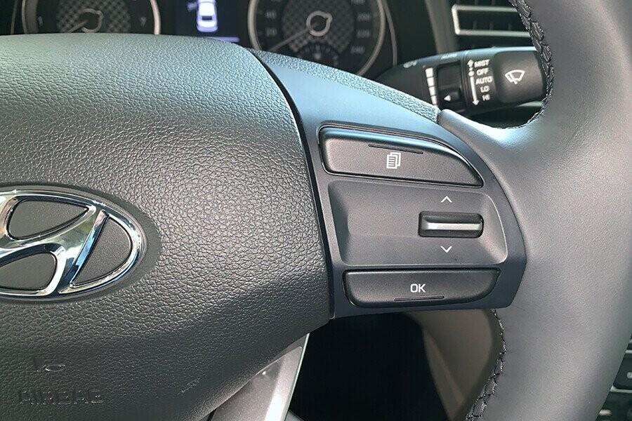 Nút điều khiển tích hợp tay lái