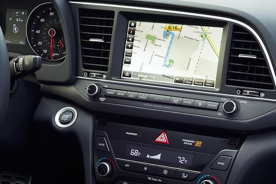 Hệ thống giải trí với màn hình cảm ứng 7 inch