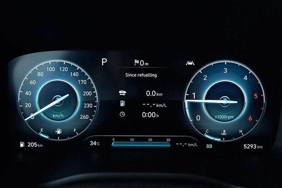 Bảng đồng hồ trung tâm là màn hình điện tử 4,2 inch