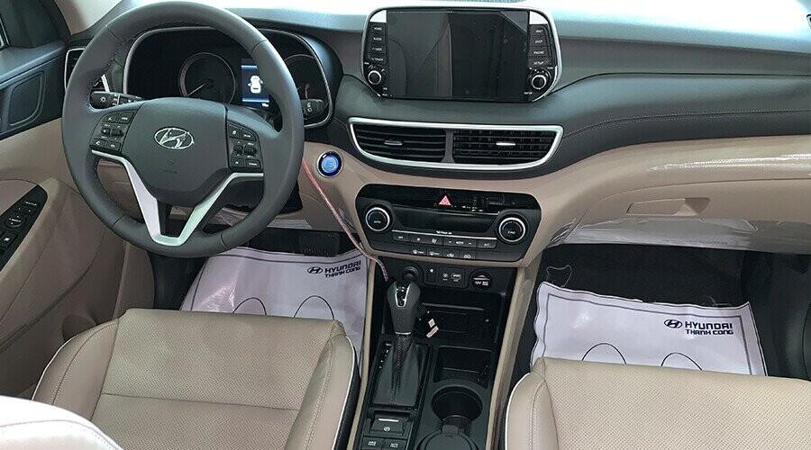 Tucson thiết kế khoang lái rộng rãi