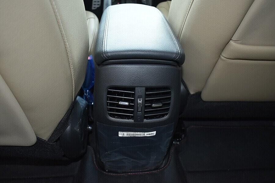 Điều hòa chỉnh cơ hàng ghế sau