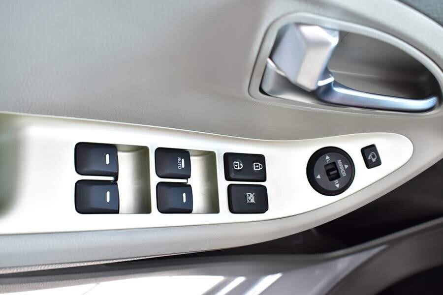 Nút chỉnh điện tích hợp trên cửa