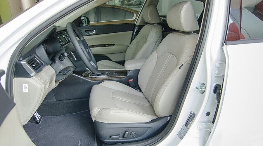 Hàng ghế trước chỉnh cơ tiện nghi sang trọng