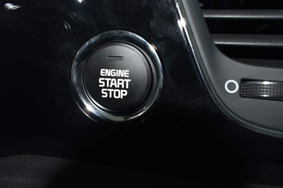 Chìa khóa thông minh cùng hệ thống khởi động bằng nút bấm hiện đại và tinh tế