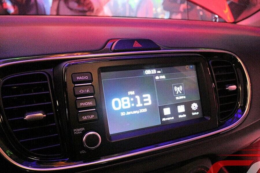 KIA Soluto được trang bị màn hình cảm ứng 7 inch