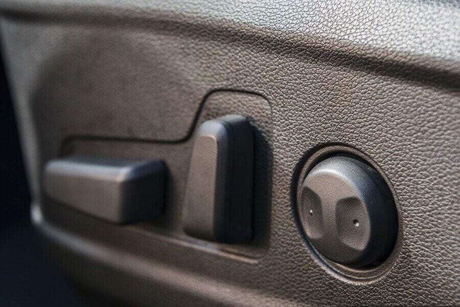 Ghế điều khiển điện 10 hướng cung cấp nhiều vị trí ngồi phù hợp chp nhiều người lái