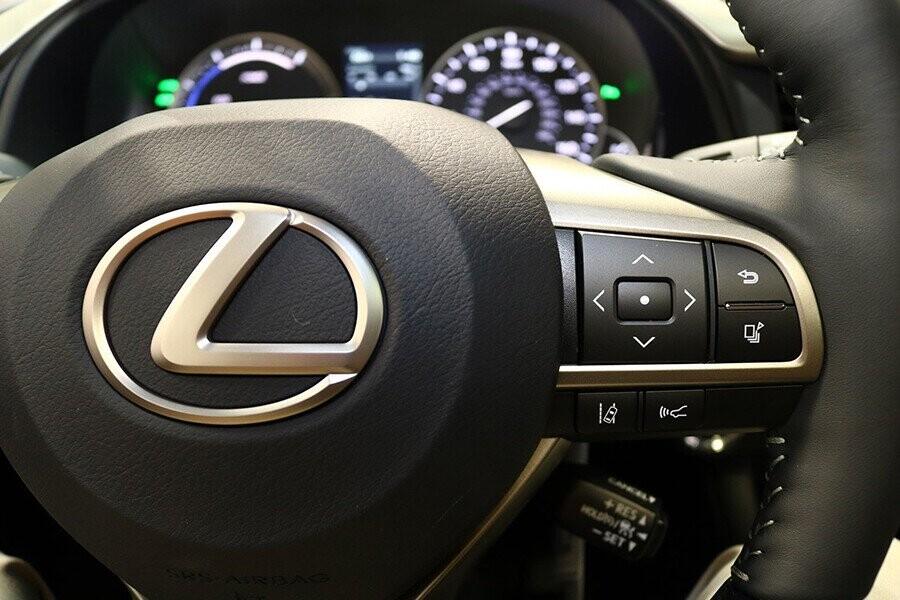 Nút điều khiển tích hợp trên vô lăng tiện dụng người lái