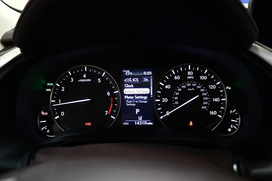 Cụm đồng hồ Optitron, ngay khoang lái tích hợp màn hình màu đa thông tin