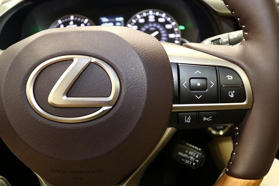 Nút điều khiển tích hợp vô lăng