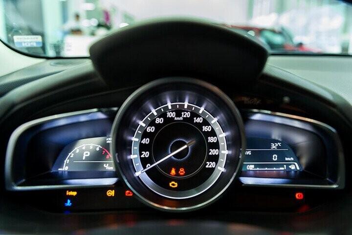 Nội thất Mazda 2 Sedan - Hình 2